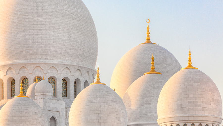 Schaich-Zayid-Moschee in evening light by Thomas Dr. Uttich on 500px.com