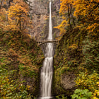 Постер, плакат: Multnomah Falls Autumn Green
