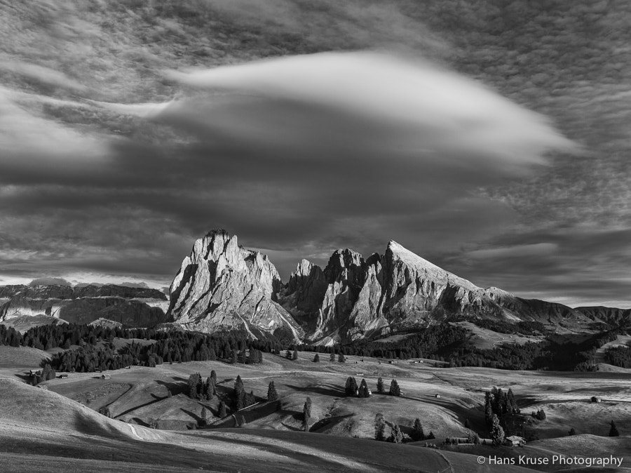 A b&w version of previously posted picture. I think the drama begged for a b&w.