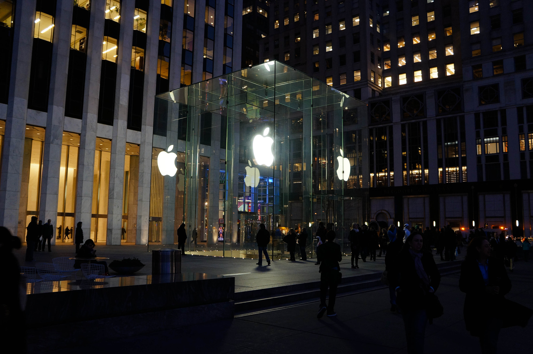 Photograph Apple Store, Fifth Avenue at Twilight by Peter Wu on 500px