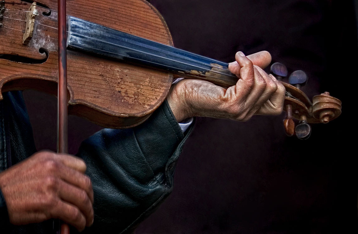Photograph The hands playing violin by Mehmet AKIN on 500px