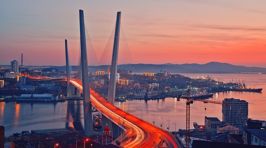Gold bridge in Vladivostok by RADIARE on 500px.com