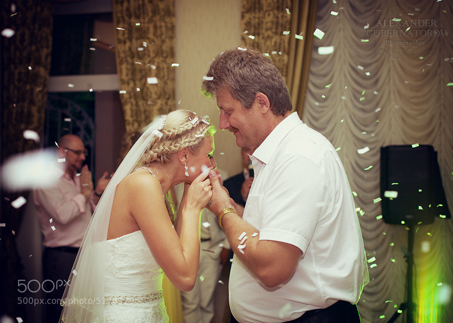 Photograph The bride dancing with her father by Alexander Gubernatorov on 500px