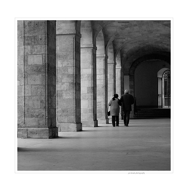 One of my favorite places in Bordeaux (France) is cour Mably. This photo was taken on a very cold November morning.