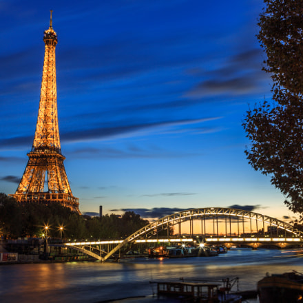 Eiffel tower at the blue time