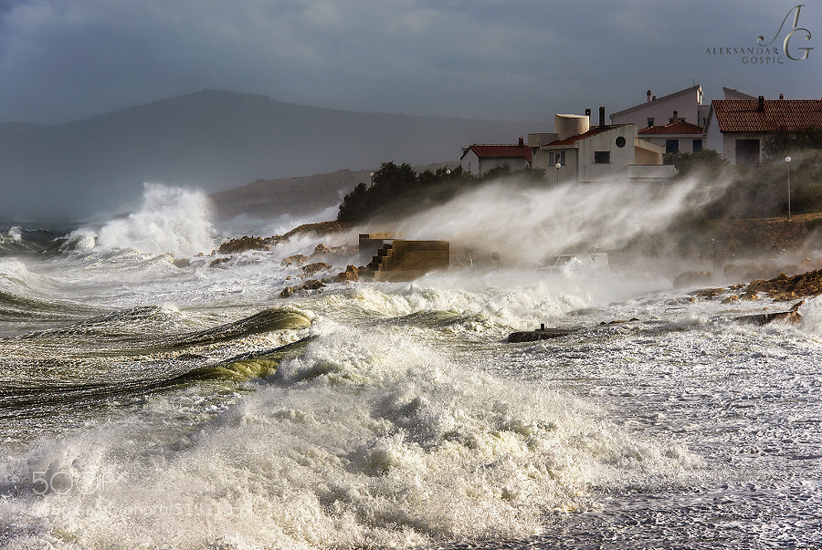 Cyclone Teodor stirred the passions in the Velebit Channel to the boiling point, hurricane force Bura wind was reaching almost 250 km/h today