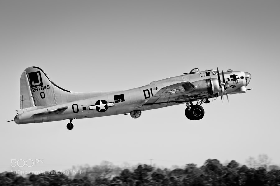 Boeing B-17G Liberty Belle leaves PDK Atlanta