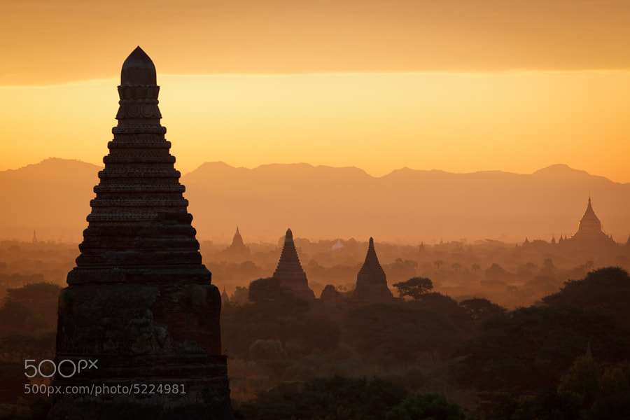 Sunrise over Bagan by Sandro Gaemperle (sandrotto)) on 500px.com