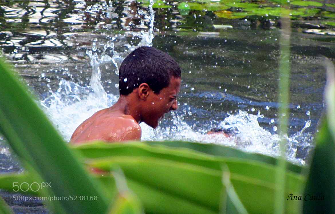 Photograph Menino brincando na água./Boy playing in water by Ana Caúla Cribari on 500px