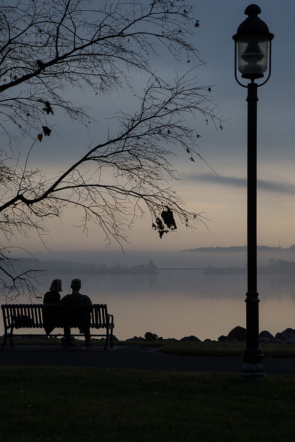 Two lovers looking over the Potomac