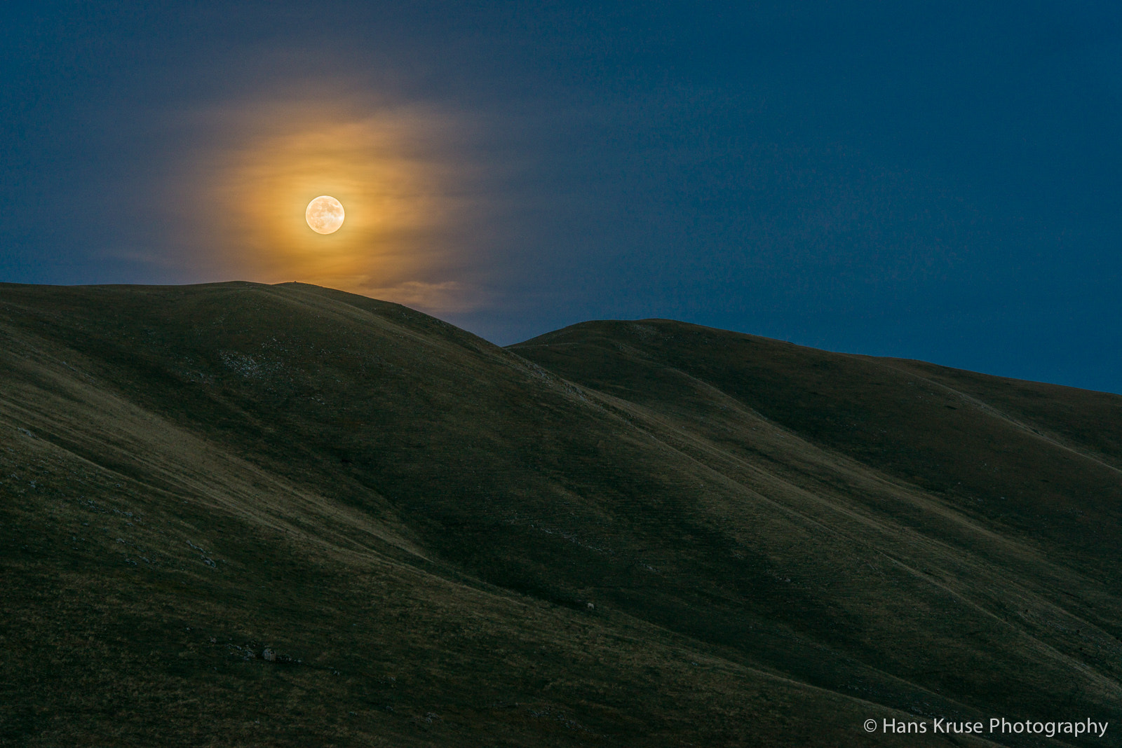Photograph Moon over Campo Imperatore by Hans Kruse on 500px
