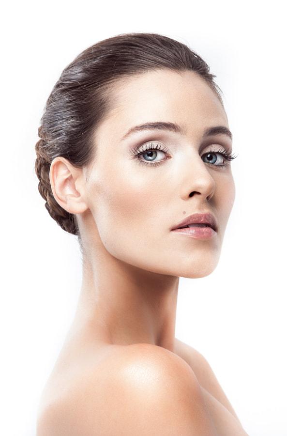 Carolinne Beauty 2