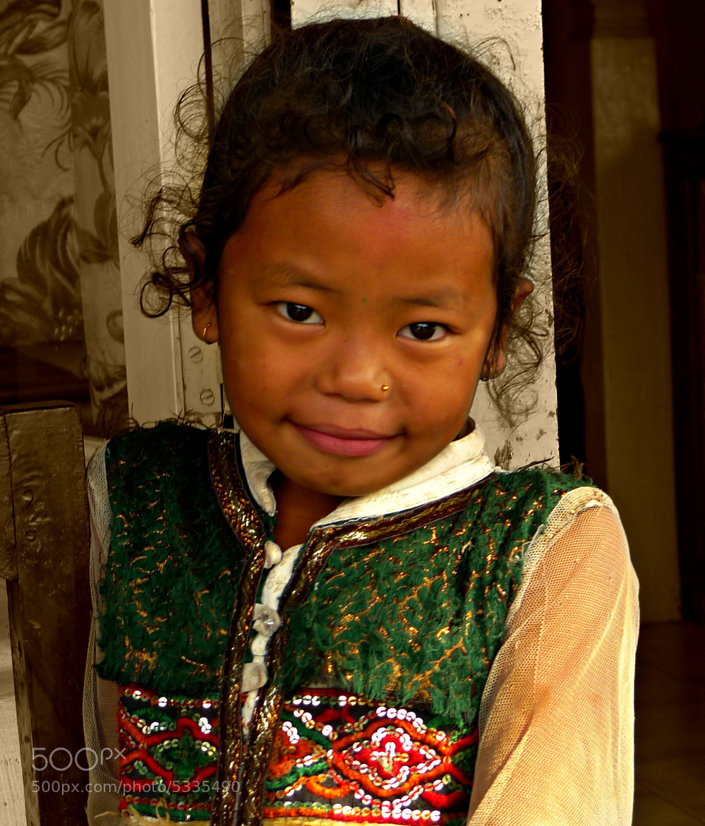 Photograph Nepalese girl by David Ruiz Luna on 500px