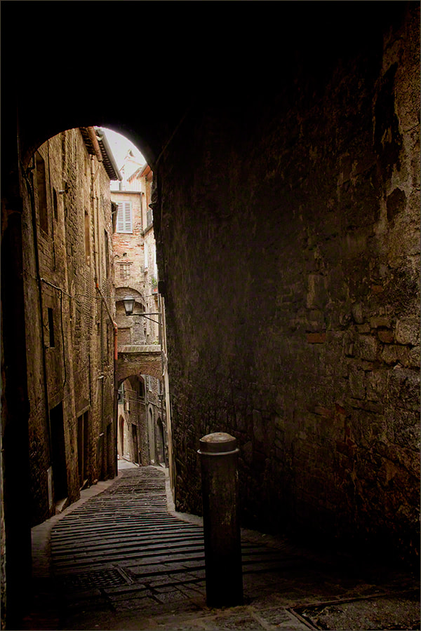 Photograph Back Alley, Perugia, Italy by Andrew Barrow LRPS on 500px