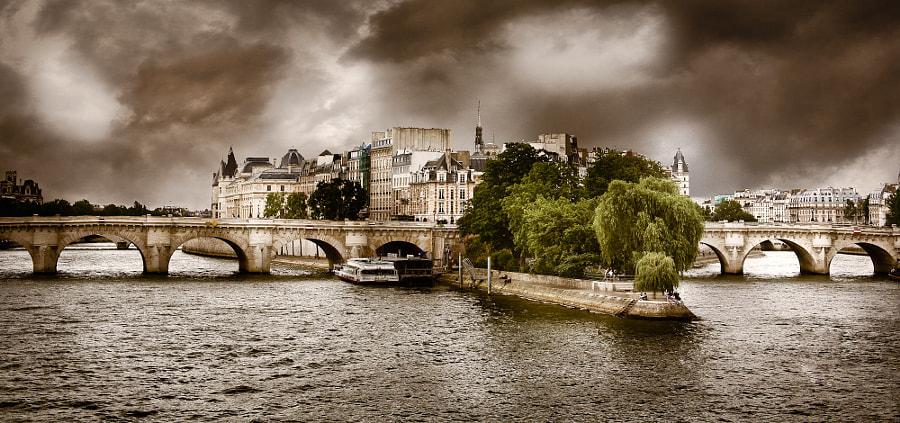 Storm on the Pont Neuf bridge in paris