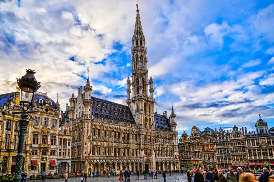 """""""Brusel je veľmi živé mesto, kde sa neustále niečo deje a každý si môže nájsť v ponuke to svoje."""" Veronika"""
