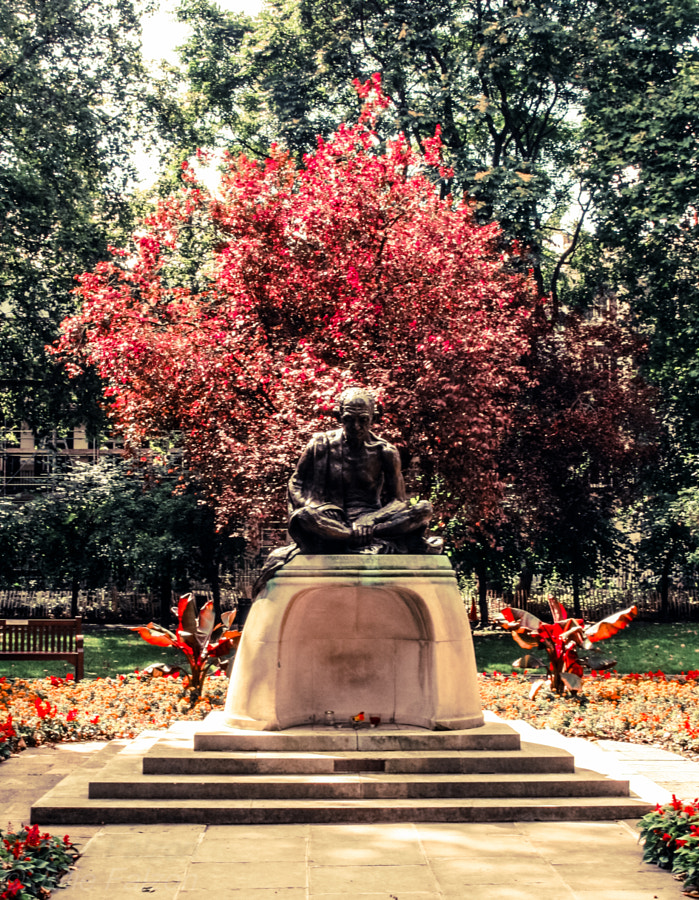 This is the Gandhi Memorial situated in Tavistock Square in Bloosmbury, London. Right in the middle of the buzzing city but this  presence has succeeded to inspire absolute peace and respect all around him. A little rest from all around...