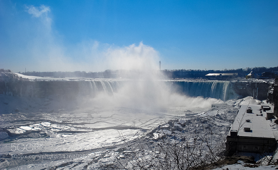 Замёрзшие Ниагарские водопады