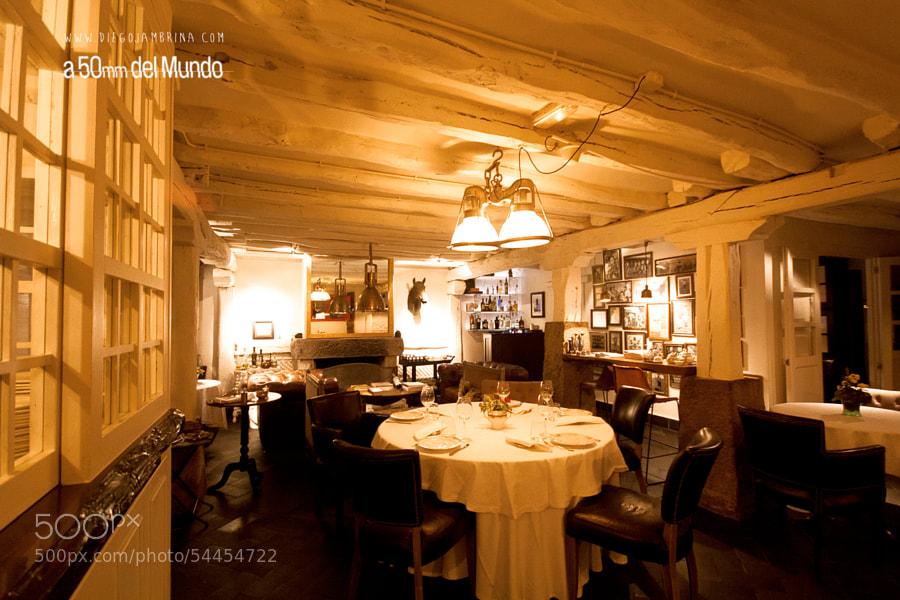 Un restaurante de piedra y madera by Diego Jambrina on 500px.com