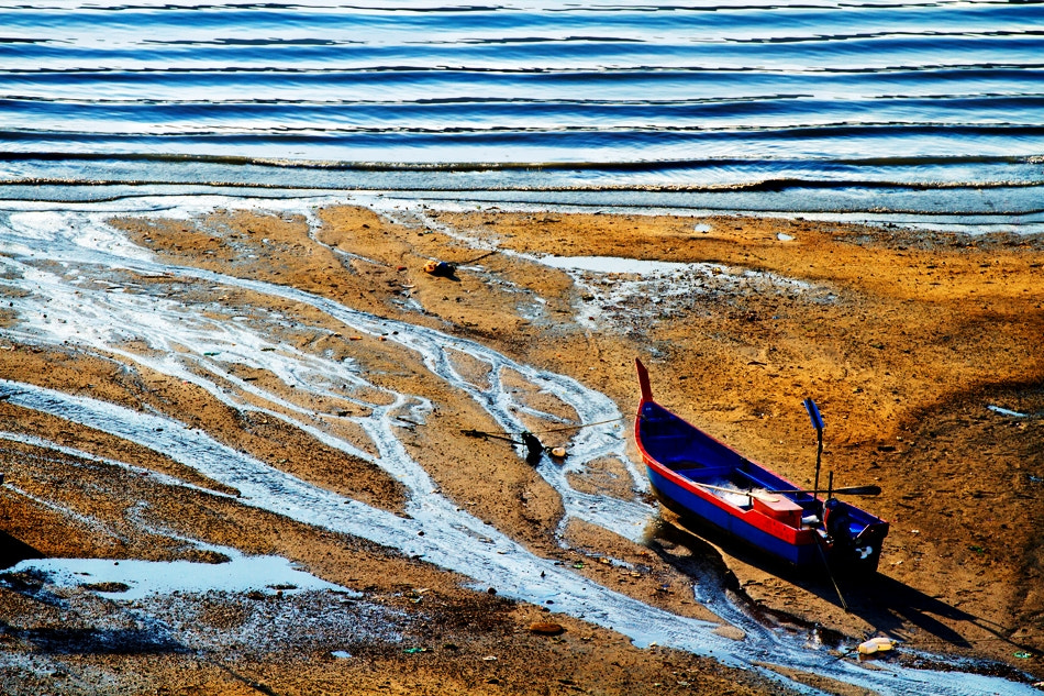 Photograph Waiting for the tide... by Vincent Chung on 500px