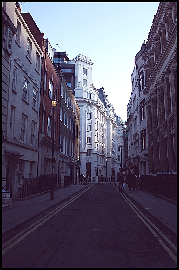 Photograph London street by Sonia Martín on 500px