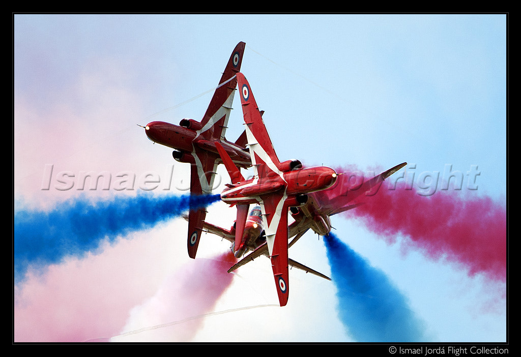 Photograph Red Arrows (2011) by Ismael Jordá on 500px