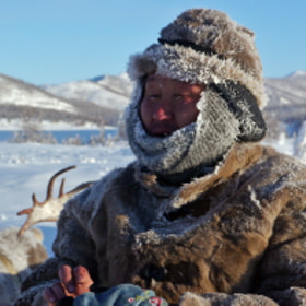 I have just spend a few extra ordinary days with the Even reindeer herders in the coldest inhabited place on earth - Oymyakon. I have traveled with friends and Misja and Kesja, the reindeer herders and 25 reindeer over taiga land of great beauty!