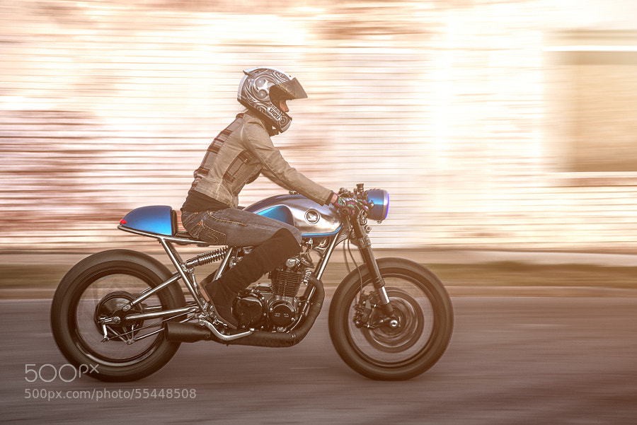 Sofi Tsingos' CB550 for Tank Moto Magazine