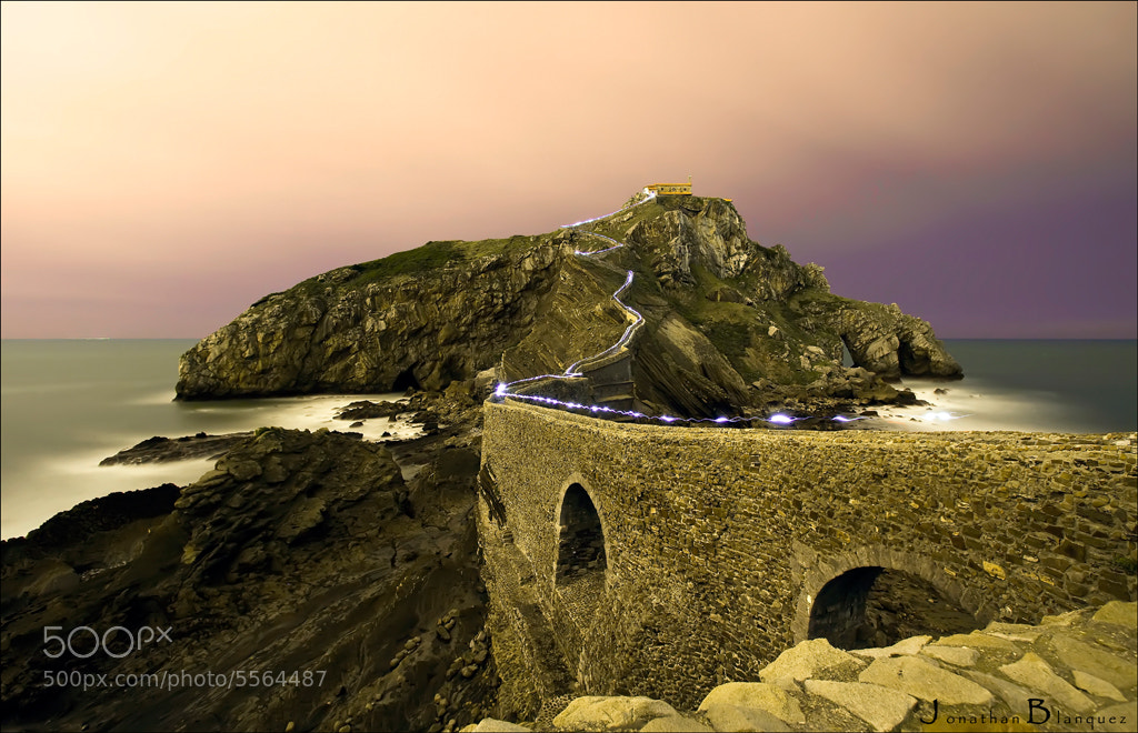 Photograph San Juan de Gaztelugatxe at night by Jonathan Blanquez on 500px