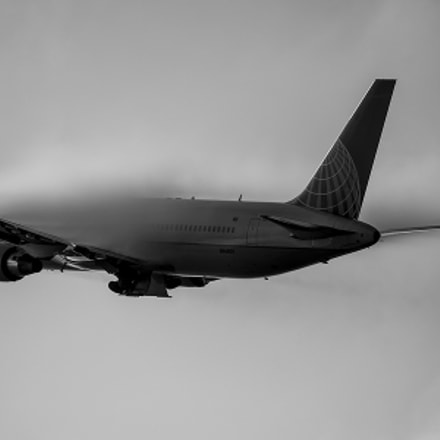 United Airlines Climbs through the fog