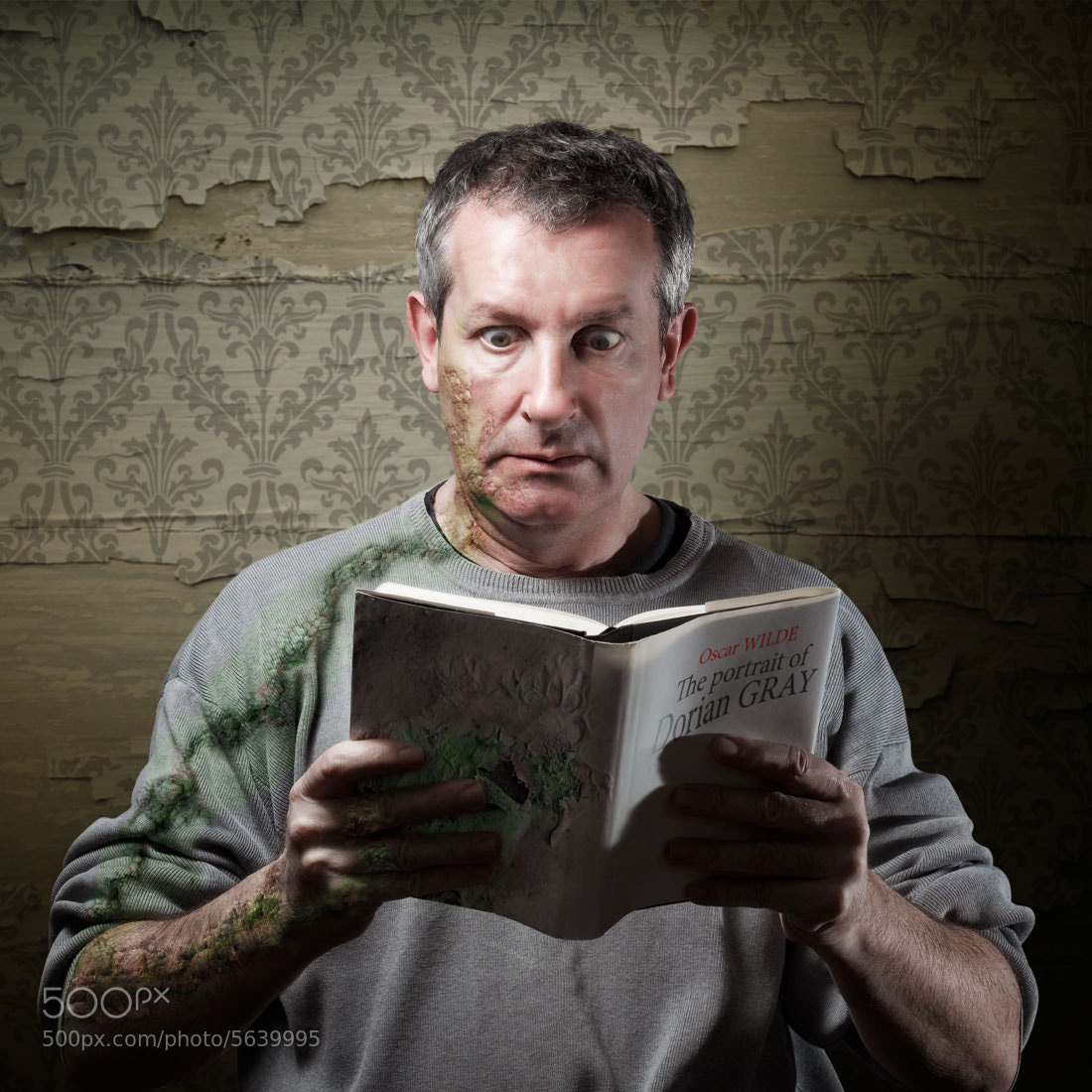 """Photograph Reading """"The portrait of Dorian Gray"""" (Oscar Wilde) by Pierre Beteille on 500px"""