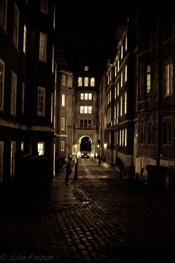 Another stolen moment from my nightly wanderings in the big City of London.