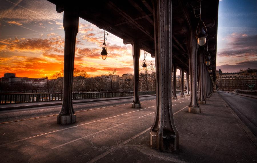 Sunset on Bridge Bir Hakeim in Paris