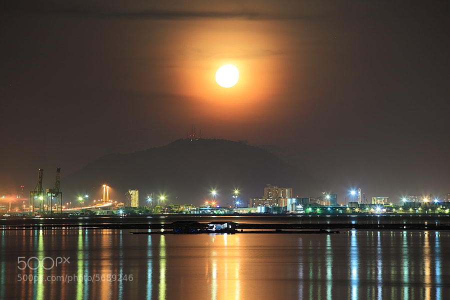 Photograph Moonrise by Tuan Zhariff Zakaria on 500px
