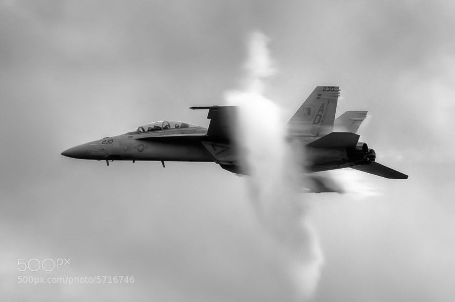 F/A-18F Super Hornet performs a high speed pass under a heavy overcast at The Great Georgia Airshow