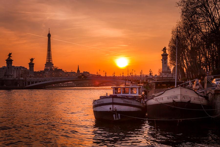 Sun on the Alexander III bridge