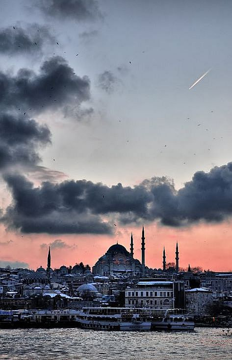 Photograph A COMET IN ISTANBUL by cemal sepici on 500px