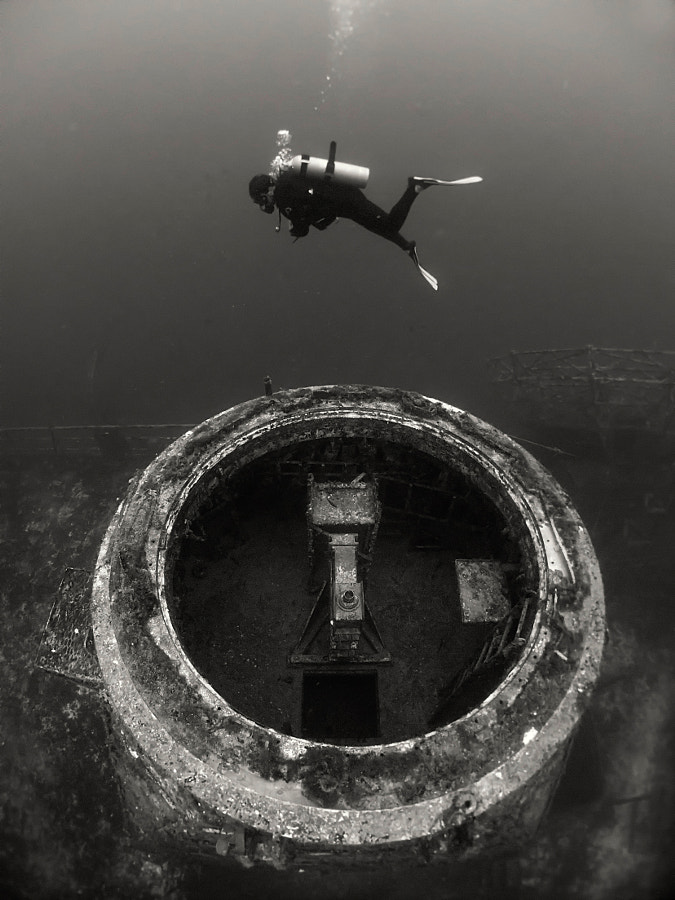 A Diver and a Shipwreck by Boaz Meiri on 500px