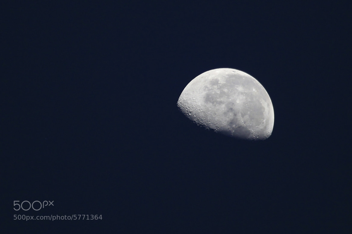 Photograph A half of moon by Alfredo Garciaferro Macchia on 500px