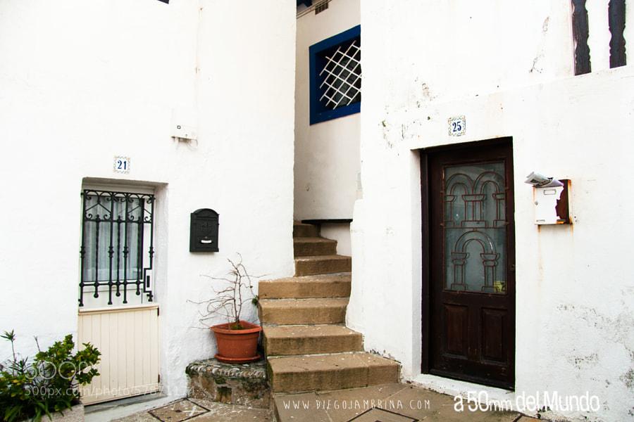 Estrechos pasos que animan a descubrir by Diego Jambrina on 500px.com