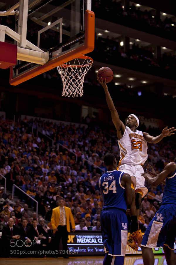 Cameron Tatum shoots over Kentucky's DeAndre Liggins during a game on Sunday, March 6. The Vols are set to take on Arkansas in the SEC Tournament in Atlanta, GA on Thursday, March 10.