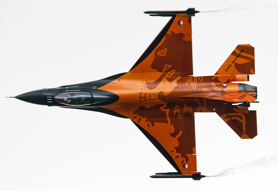 Royal Netherlands Air Force F-16 Demo Team at the 2011 Royal International Air Tattoo