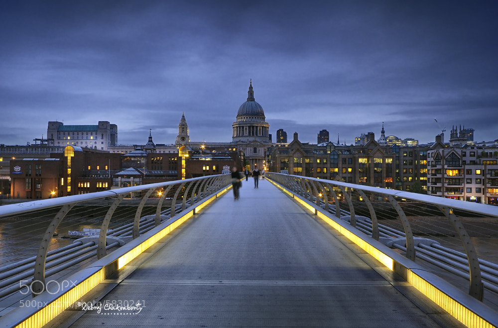 Photograph St. Paul's Cathedral from Millennium Bridge by Debraj Chakraborty on 500px
