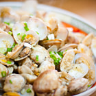 Постер, плакат: Garlic Ginger Clams in Beer Reduction