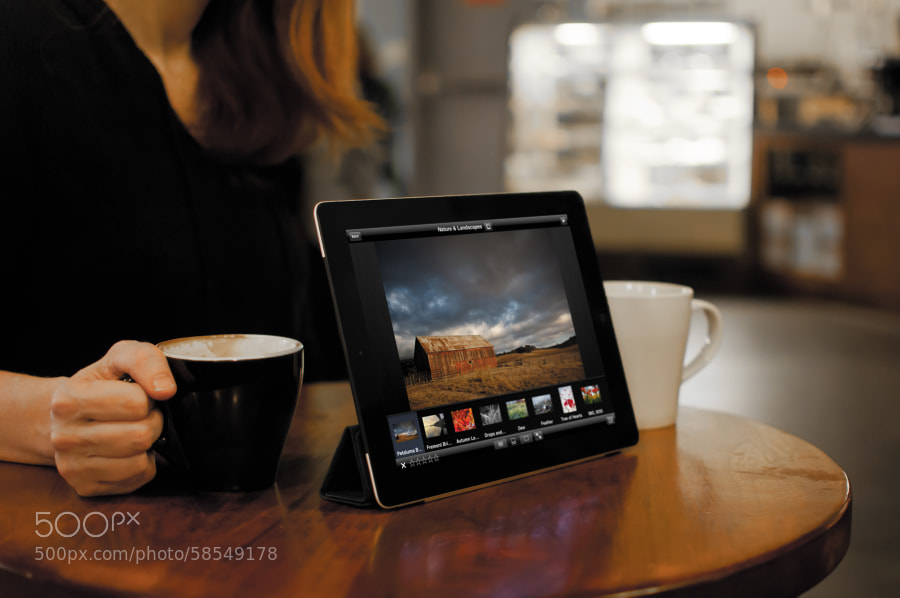 Photograph Portfolio Review on an iPad in a Cafe by Jeff Carlson on 500px
