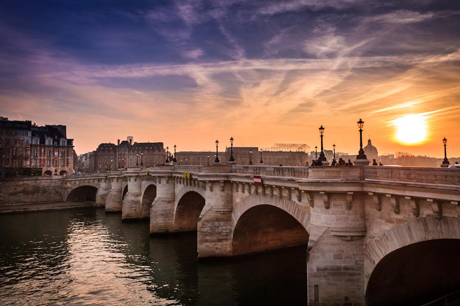 Sunset on the Pont Neuf bridge in Paris
