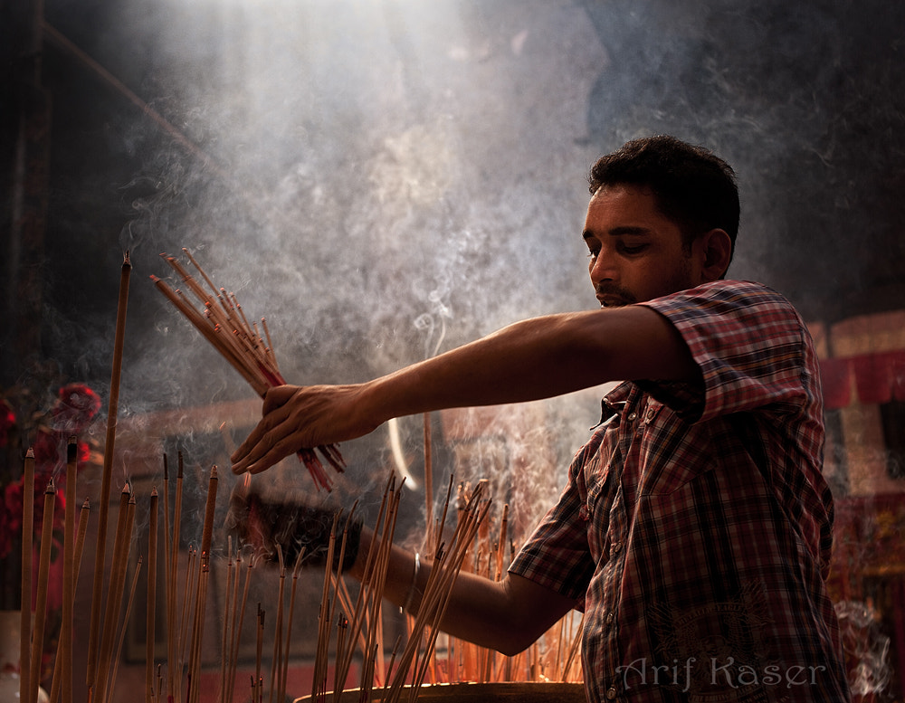 Photograph Temple Worker by Arif  Kaser on 500px