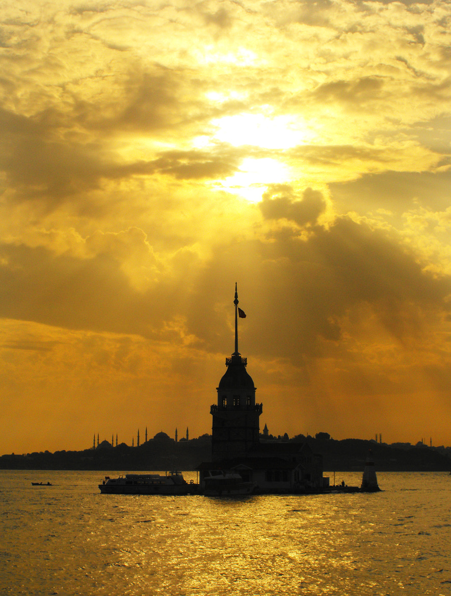 Photograph Maiden's Tower by smtinnc on 500px