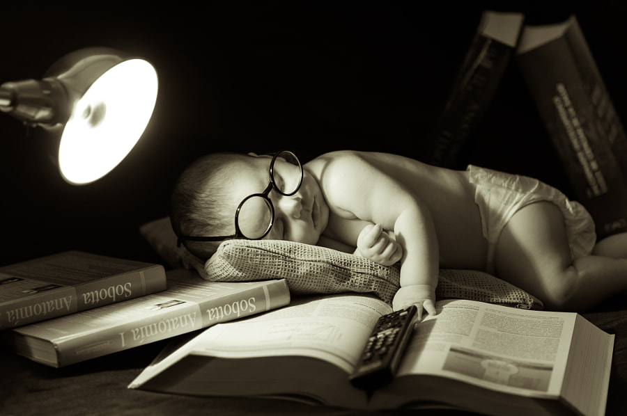 Photograph Studying is tiring by David Sanchez on 500px