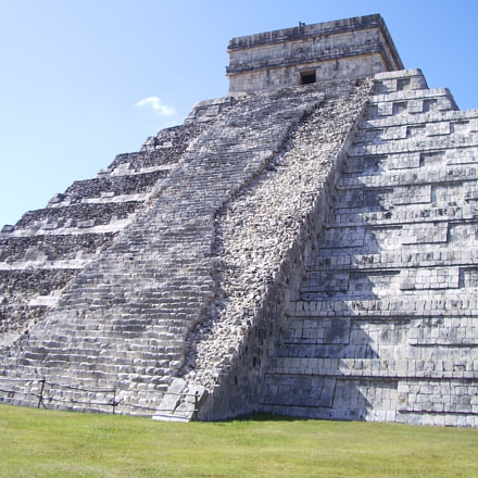 El Castillo Pyramid (close up)